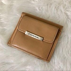 Fossil Vintage Beige Tan Leather Wallet